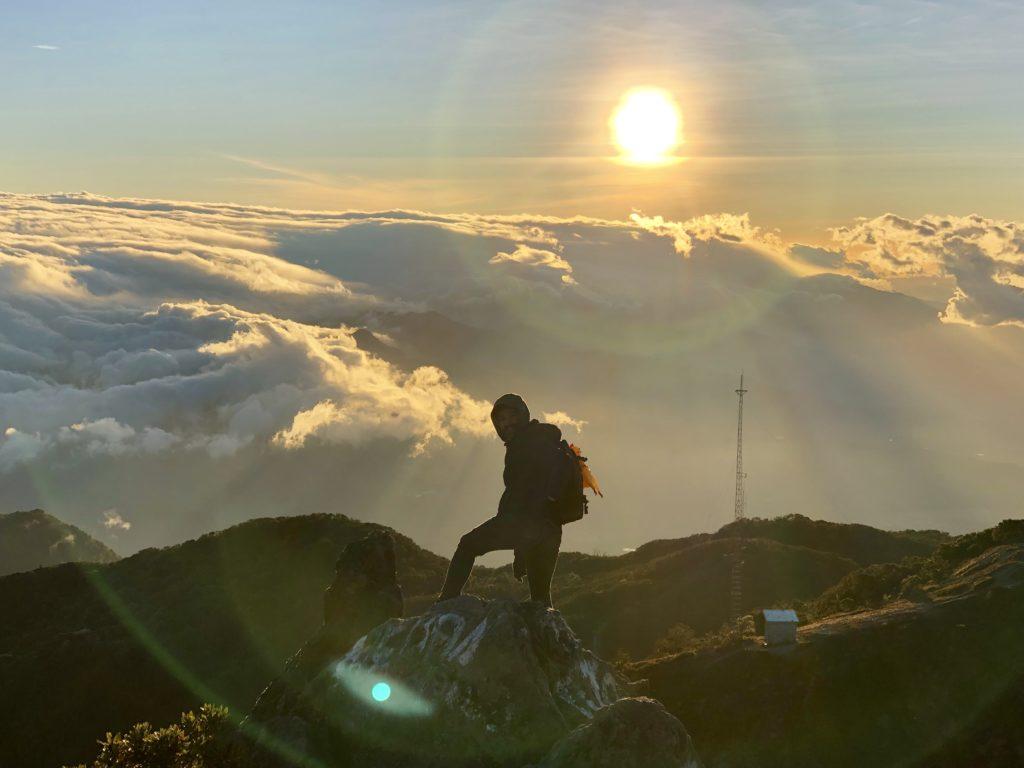 Volcán Barú desde la cima con muchas nubes