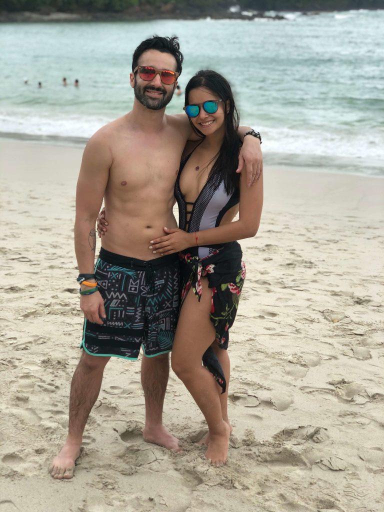 Alex y Nicole en playa