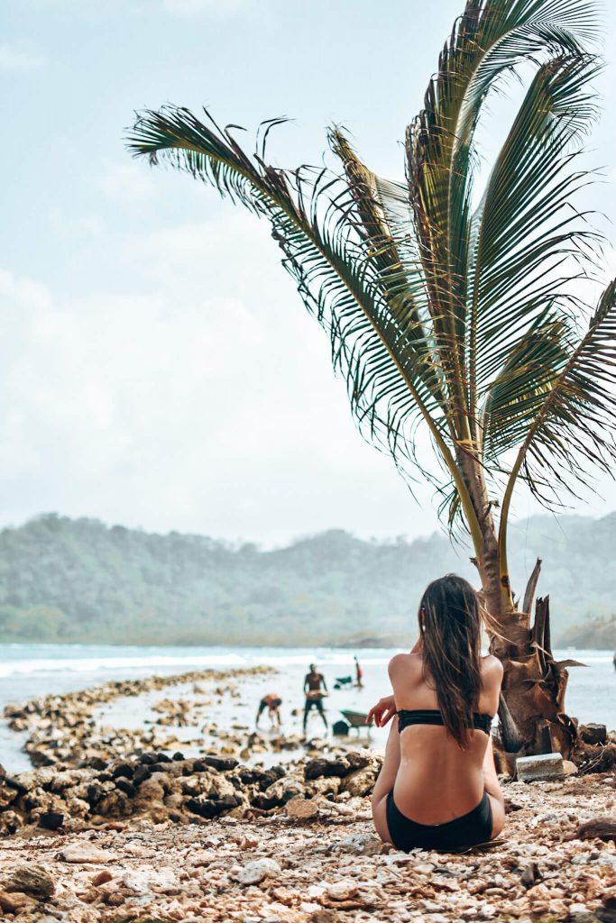 Nicole admirando en Isla Mamey